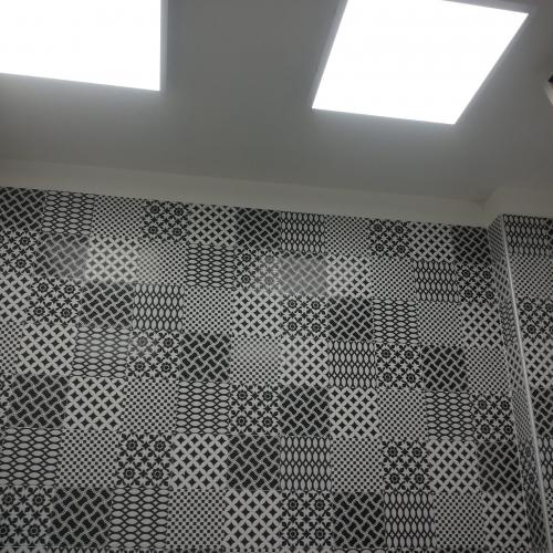 Realizzazione parete a mosaico